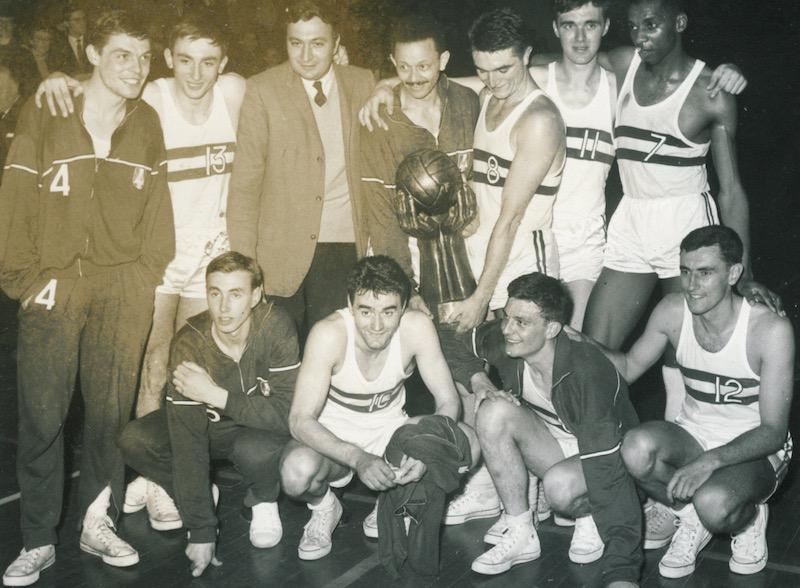 En définitive, l'aîné des Tony Parker, Boris Diaw, Florent et Mickaël Pietrus et autre Rudy Gobert est Roger Antoine. Le premier joueur «de couleur» comme on disait à jouer en équipe de France.