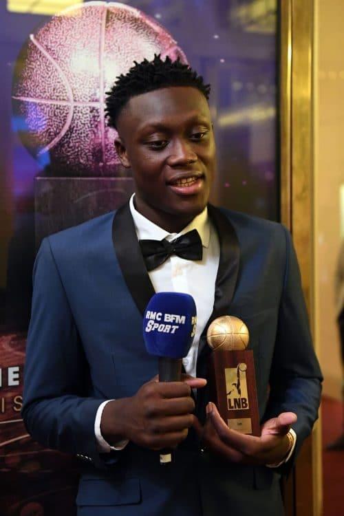 Sekou Doumbouya en costume