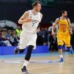 Luka Doncic mène le Real Madrid à la victoire devant le propriétaire et le GM des Sacramento Kings