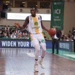 Vidéo : Sekou Doumbouya s'envole pour un dunk de la ligne des lancers francs