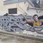 La photo – Nick Galis dans les rues d'Athènes