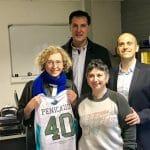 La photo: La ministre du travail Muriel Pénicaud avec le maillot de Pau