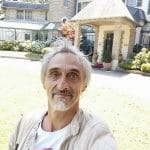 La photo: Freddy Hufnagel devant La Villa Navarre à Pau