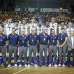 Le coach Bernard Faure présente les médaillés d'argent de l'Euro U16