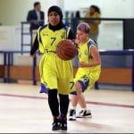 Interdite la semaine dernière de pratique pour tenue non conforme, la jeune musulmane a pu rejouer au basket