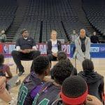 La photo: Juste Jocyte entre deux légendes de la NBA