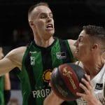 Espagne: Klemen Prepelic (Joventut Badalone) fait trébucher le Real Madrid