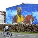 La photo: Une fresque de 12 mètres de haut représentant Kobe Bryant en Bosnie