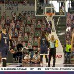 La photo: Des figurines en carton à Sassari pour colorer la salle