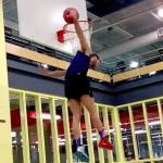 Vidéo – Jordan Kilganon envoie un dunk venu d'ailleurs