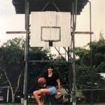 La photo : Le panneau de basket où la coach australienne Sandy Brondello a appris le basket