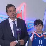 Le fils d'Ergin Ataman, 11 ans, membre du staff de l'Anadolu Efes
